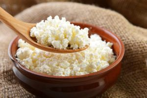 От творога повышается концентрация белка в моче