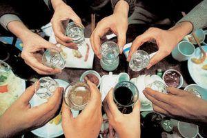 Большинство людей, злоупотребляющих алкогольной продукцией, страдают от заболеваний почек