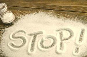уменьшение количества поваренной соли в рационе