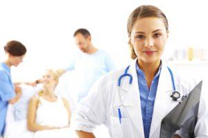 Больного с макрогематурией немедленно госпитализируют в урологию