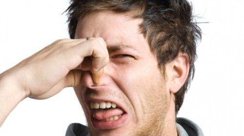 Почему моча сильно пахнет аммиаком, тухлым, кислым: причины резкого запаха выделений у мужчин