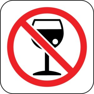 При кисте в почках рекомендуется полностью исключить употребление алкогольных напитков