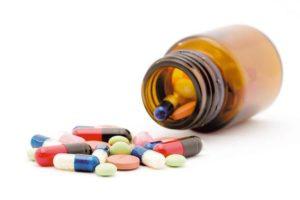 Врач может назначить лекарственные и антибактериальные препараты