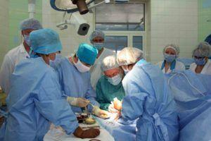 Оперативное вмешательство при заболевании применяется чаще