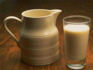 Препарат рекомендуется запивать стаканом молока