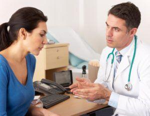 жанщина на приеме у врача