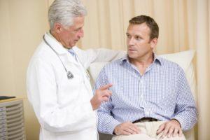 Перед забором крови на ПСА врач проводит инструктаж с пациентом