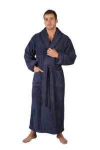 мужчина в халате