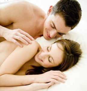 Принимают Виагру за час до интимного контакта