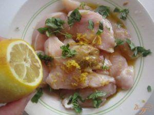 Куриные грудки в лимонном соусе - отличный рецепт при диетическом питании