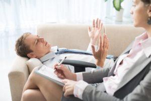 При лечении импотенции работать с пациентом должен специалист в области психологии