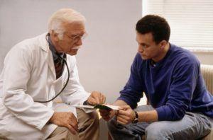 Чем раньше мужчина примет необходимость посетить специалиста, тем больше у него будет шансов избавиться от неприятных симптомов