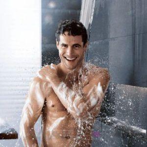 Холодный утренний душ отлично помогает от нежелательной эрекции