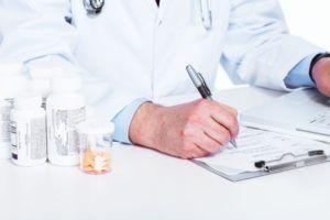 В каком количестве принимать препараты определяет врач