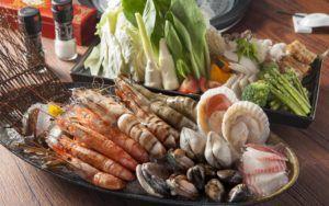 В рационе мужчины должно содержаться много морепродуктов и овощей