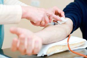 Дополнительно мужчине рекомендуют сдать кровь для исследования антител