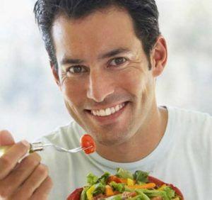 Включив в рацион натуральные продукты, мужчина сможет продлить молодость