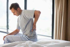 При аденоме простаты появляются сильные тянущие боли в спине