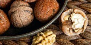 Помимо употребления тыквенных семечек нужно добавлять в рацион грецкие орехи