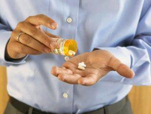 Начальный этап восстановления мужской силы после удаления предстательной железы предполагает прием лекарственных препаратов