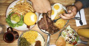 При диете следует исключить из рациона консервы, копчености и острые блюда