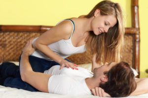 При проблемах у мужчины с потенцией активную часть в интимной жизни женщина должна взять на себя