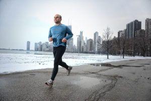 мужчина на пробежке