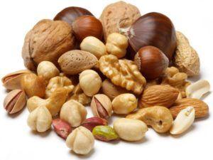 Для максимального эффекта кушать орехи необходимо в сыром виде