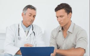 При обнаружении крови следует обратиться к врачу