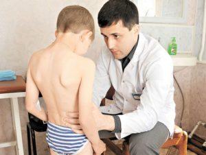 Ребенок жалуется на колющие боли в области яичек