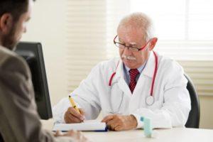 Принимать лекарства следует только по рецепту врача