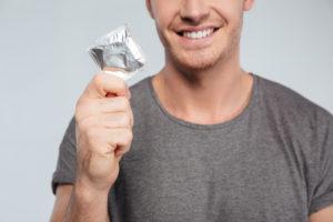 При случайных связях обязательно следует использовать презерватив